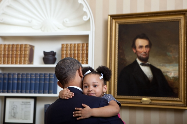 p020112lj-0242 President Barack Obama holds Arianna Holmes, 3, before taking a departure photo with members of her family