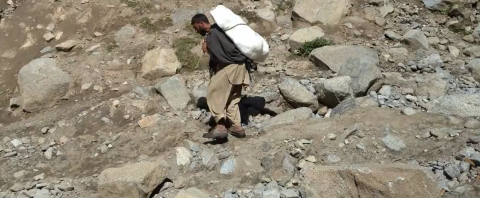 Chitral man carrying an icepack