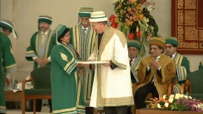 Jacqueline Dias being honoured with an Award for Excellence of Education by  His Highness the Aga Khan.