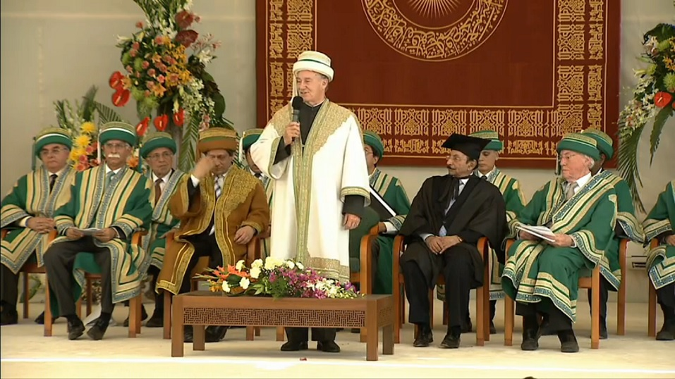 His Highness the Aga Khan, Chancellor of the Aga Khan University, declares the University 2013 Convocation closed.