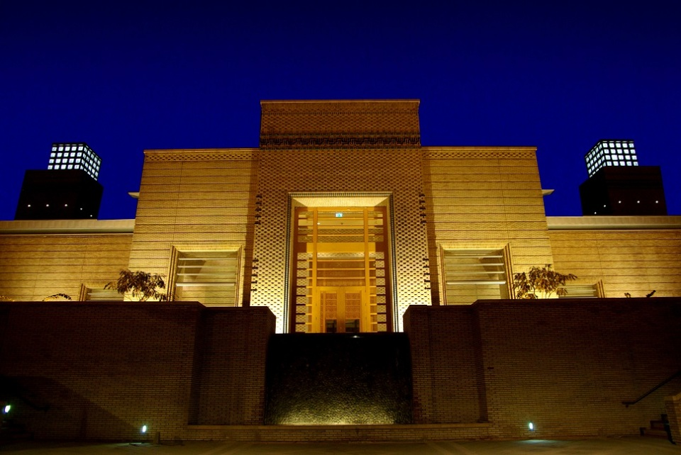 The main entrance of the Ismaili Centre in Dushanbe at night time. Photo: FNDA Architecture Inc. Copyright.