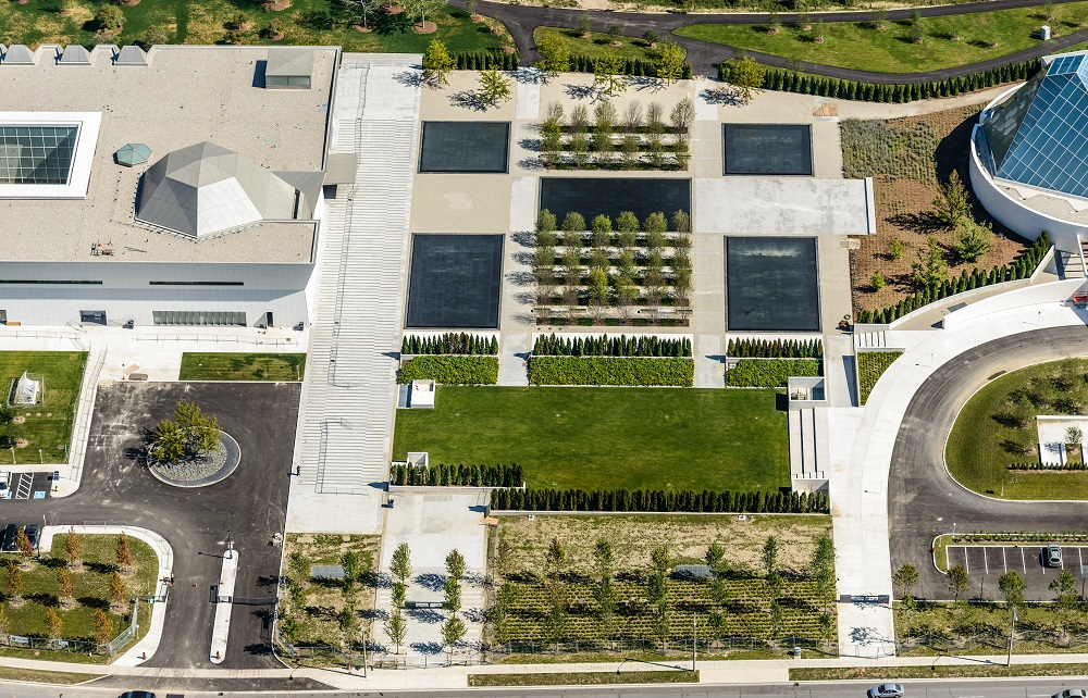 The new Aga Khan Park opened on May 25, 2015,connects to two majestic buildings, the Aga Khan Museum (left) and the Ismaili Centre, which were opened in September 2015. Photo: AKDN/Geoff Grenville. Copyright.