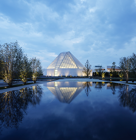 Aga Khan Park with the Ismaili Centre in the background. Photo: AKDN/Janet Kimber. Copyright.