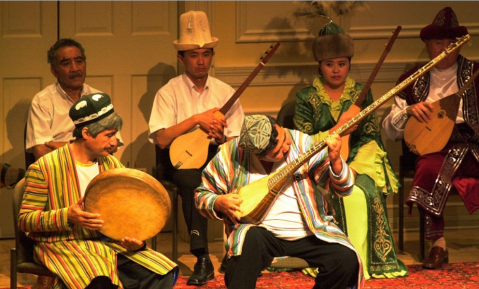 Rythms from Chinese Turkistan at Simitsonian Folklife Festival 2002 008