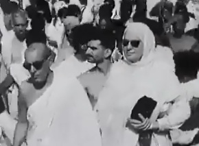 Om Habibeh, Mata Salamat, the Begum Aga Khan (1906-2000) at the Hajj in 1954. She was accompanied by the then Prime Minister of Pakistan (Mohammad Ali Bogra) and the Governor General of Pakistan. Please click on image below to watch the rare video.