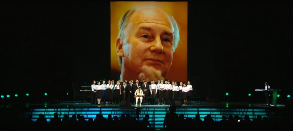 moscow-concert-aga-khan-80th-birthday-youth-performance-backdrop-aga-khan-portrait