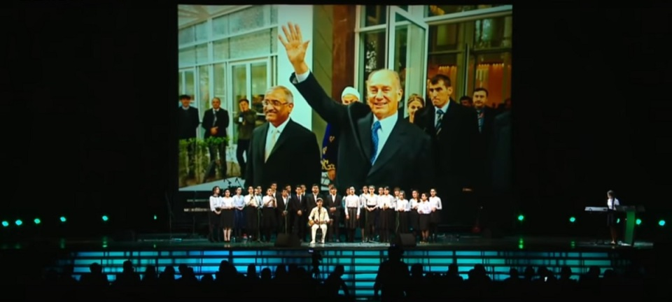 moscow-concert-aga-khan-80th-birthday-youth-performance-backdrop-aga-khan-waving