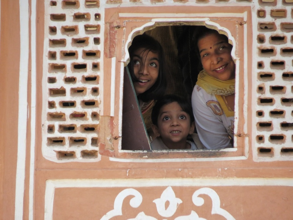 hawa-mahal-admirers-jaipur-india