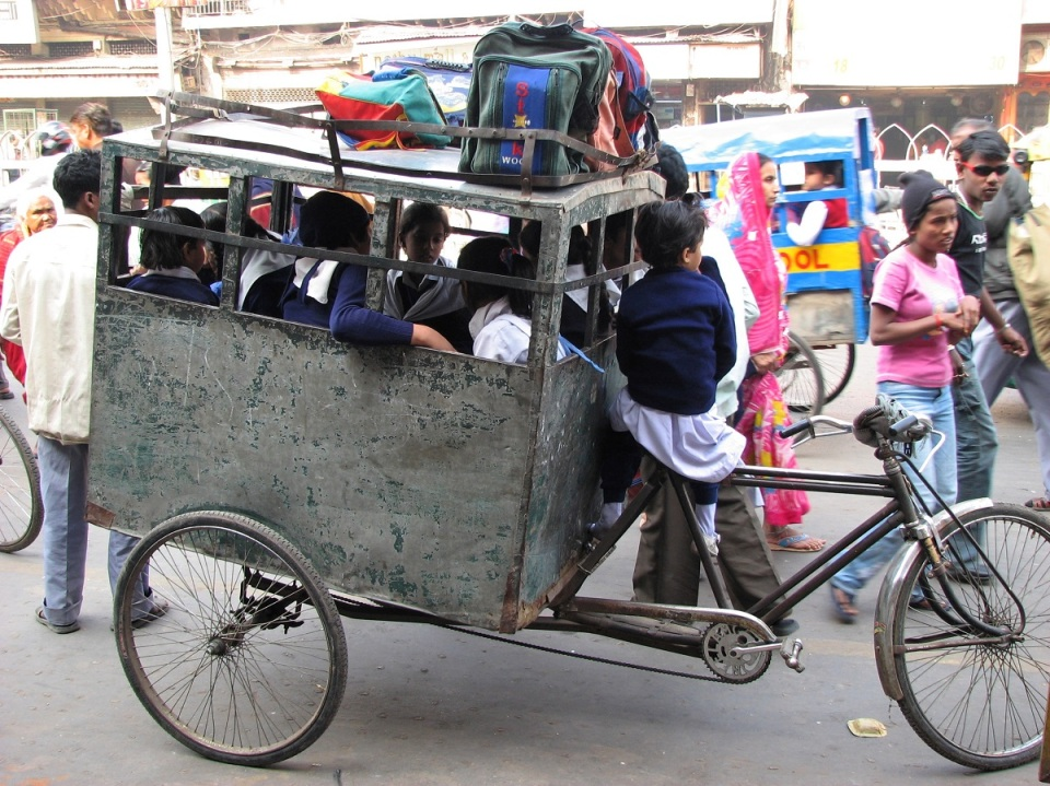 school-bus-delhi-india