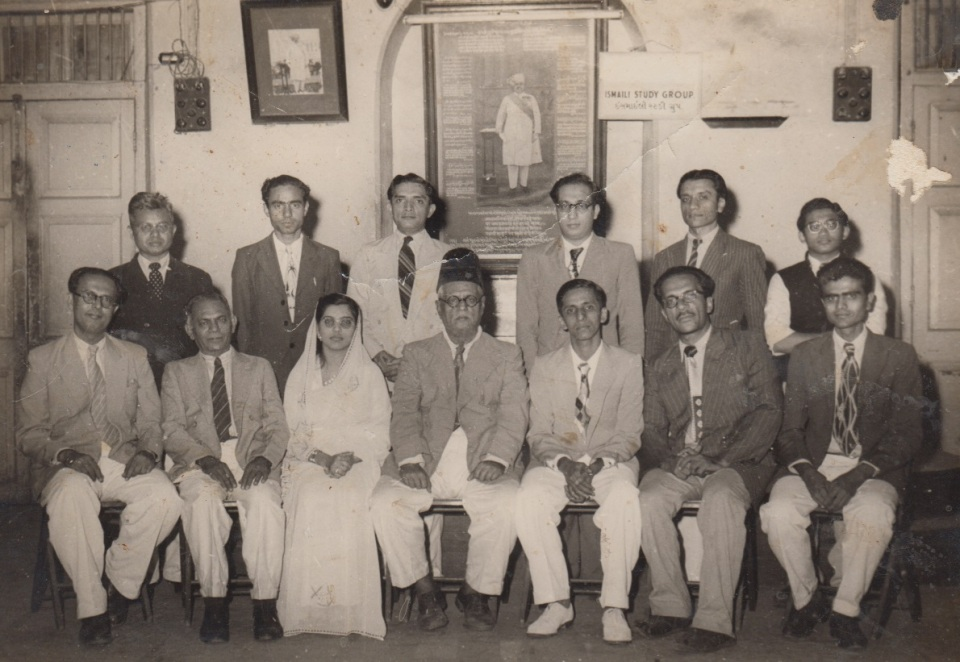 005 Alwaez Jehangir Merchant Family with Colleagues and Leaders