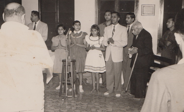 007 Alwaez Merchant joining in a student recitation in Lourenco Marques