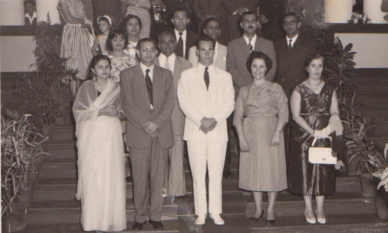 019e Hazar Imam in group photo with leaders and teachers of Lourenco Marques