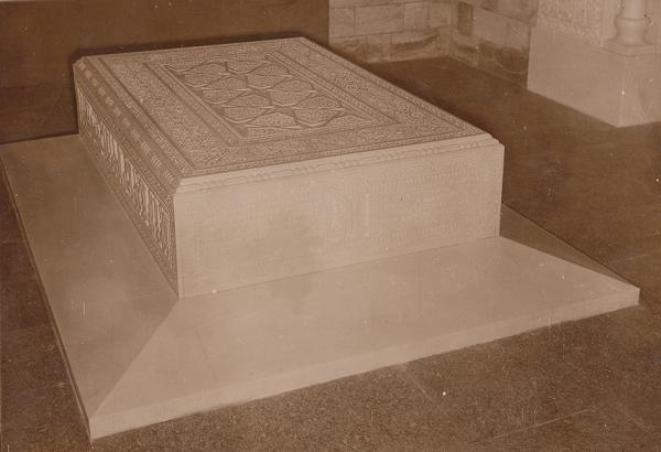 021c -aga-khan-iii-marble-coffin