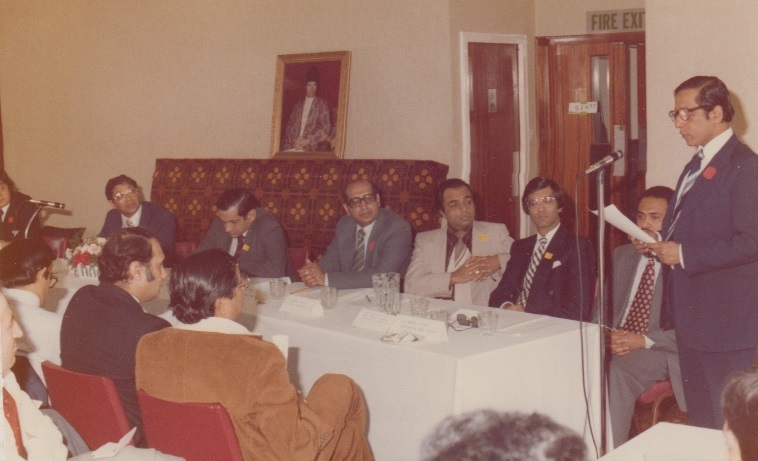 036c Alwaez Jehangir addressing a seminar attended by UK leadership