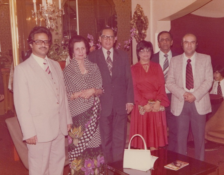 038a Alwaez and Alwaeza Merchant in Paris with GB and Others