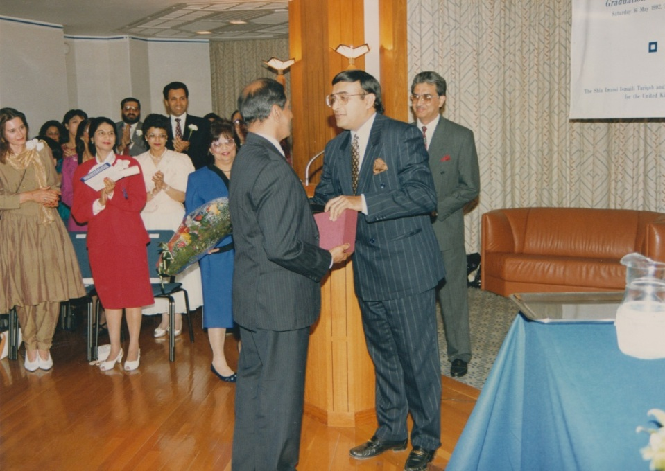 048 Alwaez Jehangir receiving grateful thanks from President Sachedina on the occasion of his retirement