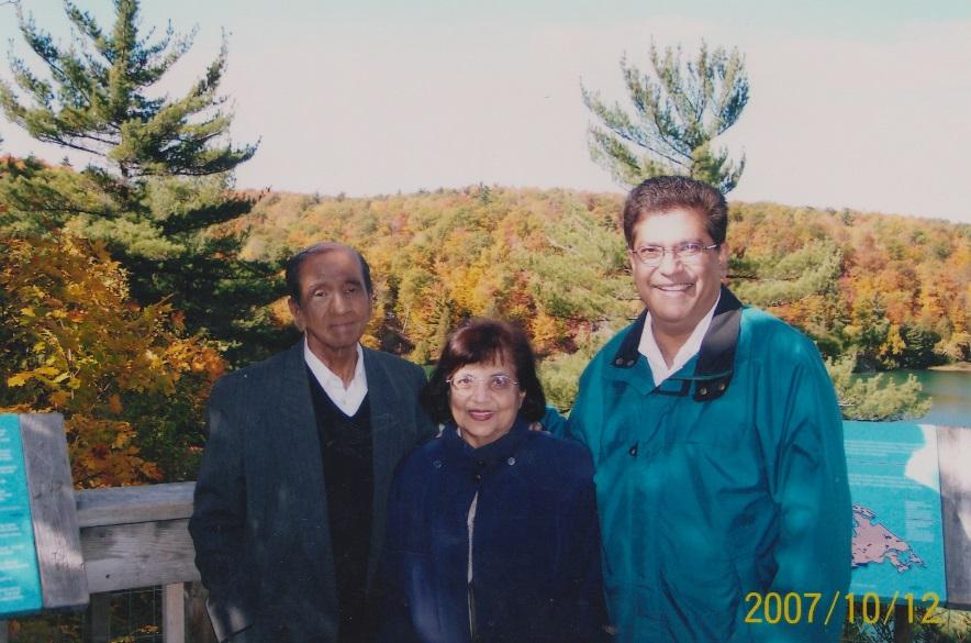 057 Alwaez and Alwaeza at Gatineau Park 2007 with Malik