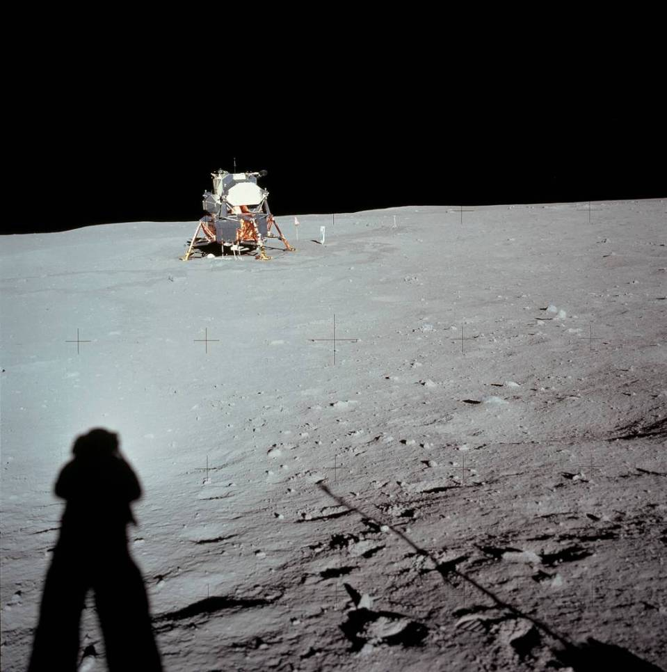 as11-40-5961hr_Neil Armstrong Photo
