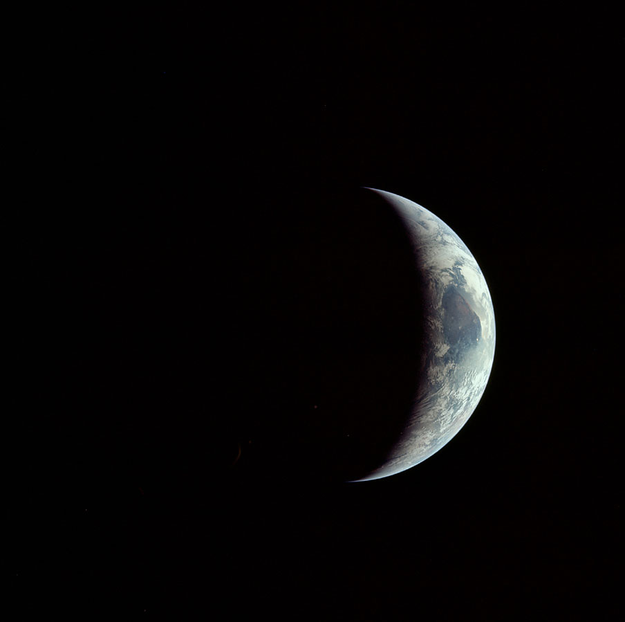 AS11-44-6689_crescent Earth photographed during return trip