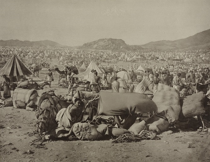 35482v_pilgrims with camels and livestock gathered at a rest station near ʻArafah east of Mecca