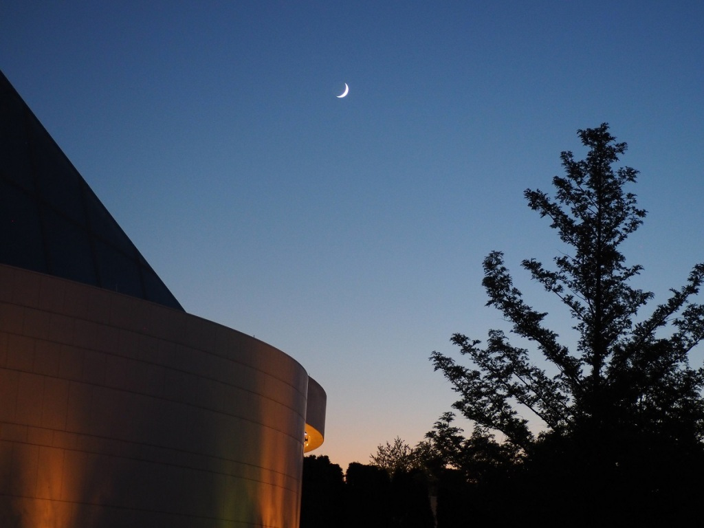 9:09 -10:40 PM: The Crescent Moon over the Aga Khan Park on July 23, 2020. Photo: Malik Merchant / Simergphotos.