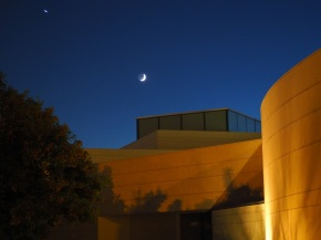 9:09 -10:40 PM: The Crescent Moon over the Aga Khan Park on July 23, 2020. Photo: Malik Merchant / Simergphotos.