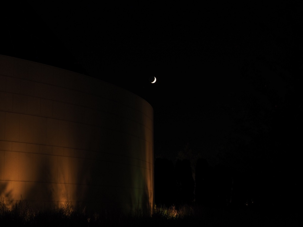 9:09 -10:40 PM: The Crescent Moon seen just above the circular wall of the Ismaili Jamatkhana on July 23, 2020. Photo: Malik Merchant / Simergphotos.