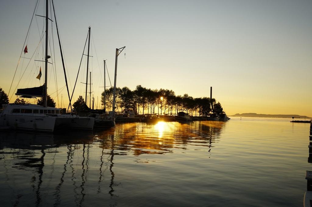Sunrise at the Thunder Bay Marina Nurin Merchant