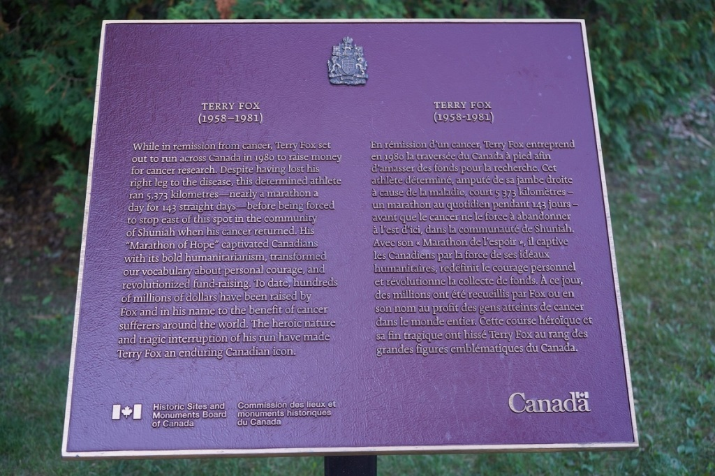 Plaque commemorating the Terry Fox monument in Thunder Bay. September 2020. Photo: © Nurin Merchant / Simergphotos.