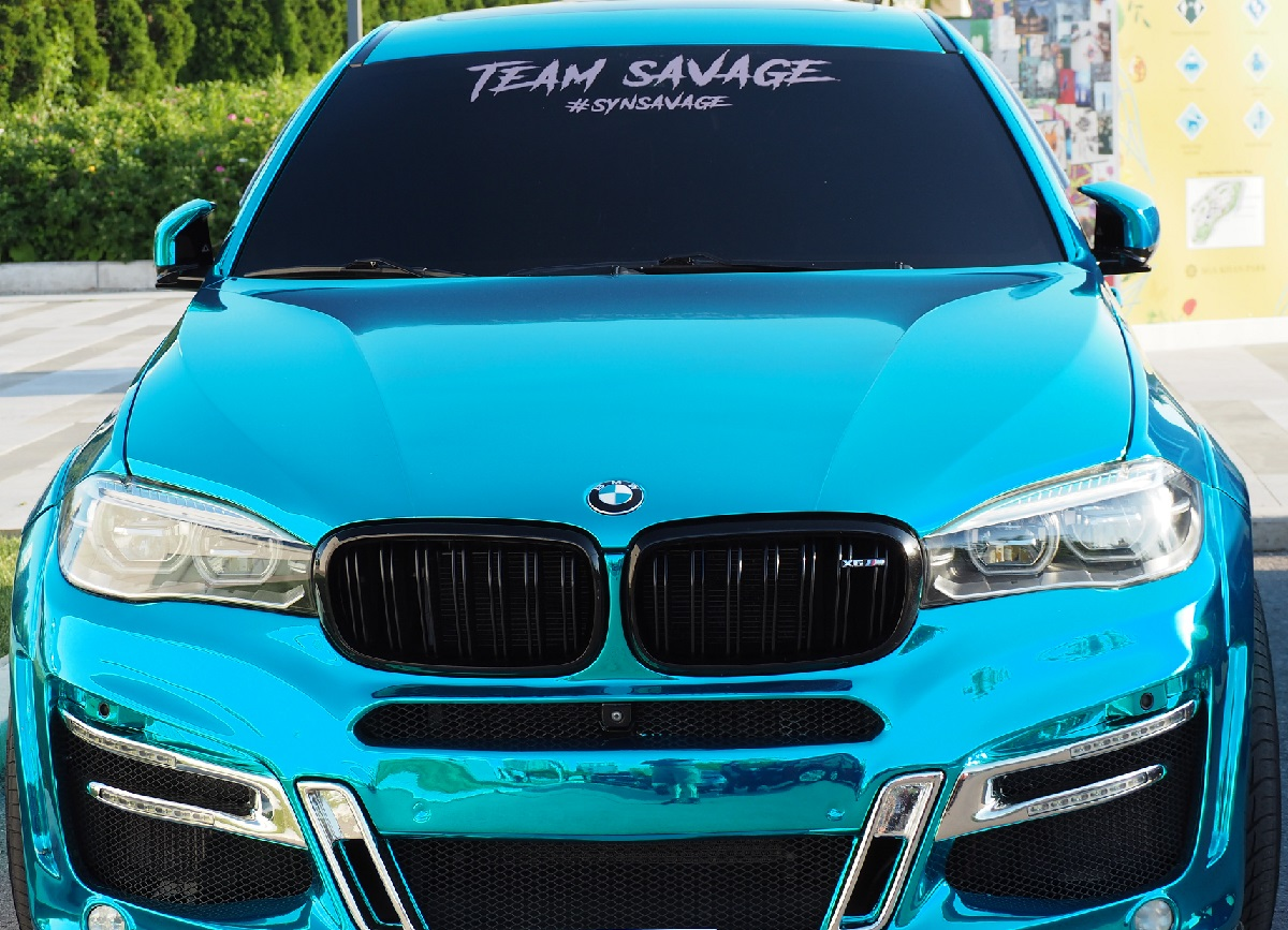 Photo of the Day: A new visitor to Aga Khan Museum - a custom built BMW with 850 HP finished in mirror like chrome teal. June 2021.